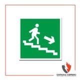 знак E13 Направление к эвакуац. выходу по лестнице вниз направо _150х150